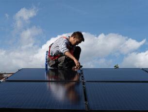 installateur DualSun de panneaux solaires hybrides bewerkt(ENT_ kopiëren